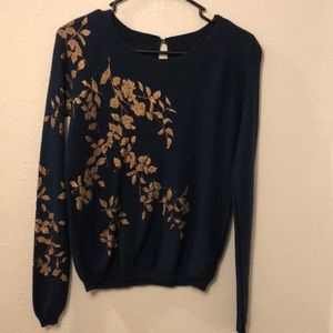 Anthropologie Knitted & Knotted top w/ gold leaves